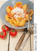 Купить «Italian snail lumaconi pasta with tomatoes», фото № 26189813, снято 14 апреля 2017 г. (c) Francesco Perre / Фотобанк Лори
