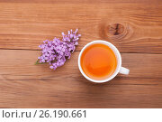 Cup of tea and lilac flowers on a wooden background. Стоковое фото, фотограф Владимир Семенчук / Фотобанк Лори
