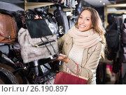 Купить «Smiling woman customer purchasing new handbag», фото № 26190897, снято 19 января 2019 г. (c) Яков Филимонов / Фотобанк Лори