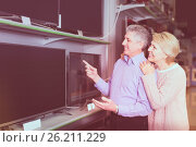 mature husband and wife choose for themselves TV in center of electronics. Стоковое фото, фотограф Яков Филимонов / Фотобанк Лори