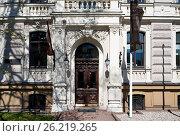 Купить «Riga, Vilandes 1, historical building with elements of Art Nouveau and eclecticism, entrance», фото № 26219265, снято 4 мая 2017 г. (c) Andrejs Vareniks / Фотобанк Лори