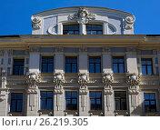 Купить «Другая сторона фасада Рупниецибас 1, декоративные элементы», фото № 26219305, снято 4 мая 2017 г. (c) Andrejs Vareniks / Фотобанк Лори