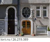 Купить «Riga, Rupniecibas 5-7, decoration of the doors of the apartment house in the Art Nouveau style», фото № 26219389, снято 4 мая 2017 г. (c) Andrejs Vareniks / Фотобанк Лори