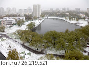 Купить «Неожиданный снегопад весной», фото № 26219521, снято 8 мая 2017 г. (c) Бондаренко Олеся / Фотобанк Лори