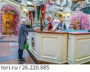 Купить «Продажа лимонада. ГУМ, Москва», эксклюзивное фото № 26220885, снято 5 мая 2017 г. (c) Виктор Тараканов / Фотобанк Лори