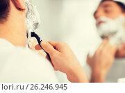Купить «close up of man shaving beard with razor blade», фото № 26246945, снято 15 января 2016 г. (c) Syda Productions / Фотобанк Лори