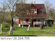 Купить «Деревянный дачный дом», эксклюзивное фото № 26264705, снято 2 мая 2017 г. (c) Юрий Морозов / Фотобанк Лори