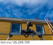 Roof renovation framing against a blue sky. Стоковое фото, фотограф Souchko Jegor / Фотобанк Лори
