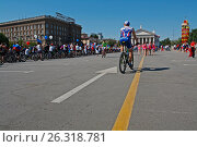Volgograd, Russia - June 12, 2012: People take part in bike Parade on the Independence day of Russia in Volgograd. Редакционное фото, фотограф Юлия Олейник / Фотобанк Лори