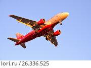 Купить «Самолёт Airbus A319 VP-BBU авиакомпании Россия освещенный заходящим солнцем летит в голубом небе», фото № 26336525, снято 13 мая 2017 г. (c) Максим Мицун / Фотобанк Лори