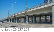 Купить «Путепровод (эстакада) на Волоколамском шоссе у метро Тушинское», эксклюзивное фото № 26337201, снято 18 мая 2017 г. (c) Виктор Тараканов / Фотобанк Лори