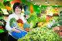 Adult female taking vegetables with basket, фото № 26340869, снято 10 марта 2017 г. (c) Яков Филимонов / Фотобанк Лори