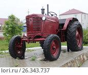 Купить «Трактор МТЗ», фото № 26343737, снято 14 августа 2018 г. (c) Сергей Юрьев / Фотобанк Лори