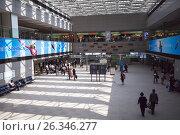 Купить «Зона отправления в международном аэропорту Нарита. Просторный зал. Япония», фото № 26346277, снято 16 апреля 2013 г. (c) Кекяляйнен Андрей / Фотобанк Лори