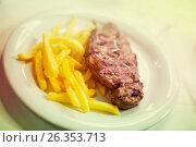 striploin steak with potato chips. Стоковое фото, фотограф Яков Филимонов / Фотобанк Лори