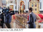 Купить «Репортаж телеканала Звезда из Храма Христа Спасителя в Москве перед встречей мощей святителя Николая», эксклюзивное фото № 26358577, снято 21 мая 2017 г. (c) Александр Гаценко / Фотобанк Лори