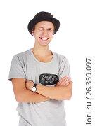 Beautiful young guy in a hat and t-shirt, фото № 26359097, снято 5 сентября 2012 г. (c) Tatjana Romanova / Фотобанк Лори