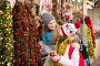 active mother with little daughter buying decorations for Xmas, фото № 26359641, снято 25 мая 2017 г. (c) Яков Филимонов / Фотобанк Лори