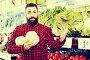 man seller showing salad, фото № 26359785, снято 15 ноября 2016 г. (c) Яков Филимонов / Фотобанк Лори
