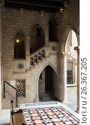 Купить «Gothic gallery and inner courtyard in palace Generalitat de Catalunya», фото № 26367205, снято 23 апреля 2016 г. (c) Яков Филимонов / Фотобанк Лори