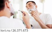 Купить «man shaving beard with safety razor at bathroom», видеоролик № 26371673, снято 16 июля 2019 г. (c) Syda Productions / Фотобанк Лори