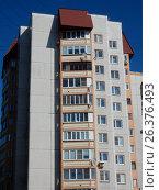 Двенадцатиэтажный одноподъездный кирпичный жилой дом, построен в 2002 году. Комсомольская улица, 88. Город Ногинск. Ногинский район. Московская область (2017 год). Стоковое фото, фотограф lana1501 / Фотобанк Лори
