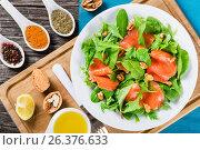 Купить «Red fish salad with mixed lettuce leaves», фото № 26376633, снято 22 марта 2016 г. (c) Oksana Zh / Фотобанк Лори