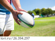 Close up of player holding rugby ball. Стоковое фото, агентство Wavebreak Media / Фотобанк Лори