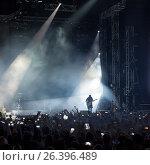 A crowd of people at a concert. Стоковое фото, фотограф Maxim Tarasyugin / Фотобанк Лори