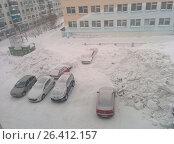 Чистка снега в Воркуте (2015 год). Редакционное фото, фотограф Александр Брезденюк / Фотобанк Лори