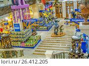 """Купить «Интерьер магазина  """"Детский Мир"""" в здании Военторга в центре Москвы на улице Воздвиженка, дом 10», эксклюзивное фото № 26412205, снято 24 мая 2017 г. (c) Виктор Тараканов / Фотобанк Лори"""