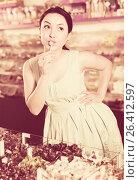 Hot sexy female posing in the store with lolly. Стоковое фото, фотограф Яков Филимонов / Фотобанк Лори