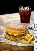 Гамбургер с картофелем фри, соусом и кока-кола. Стоковое фото, фотограф Ольга Галахова / Фотобанк Лори