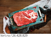 Fresh beef veal meat on rustic wooden table. Стоковое фото, фотограф Дарья Зуйкова / Фотобанк Лори