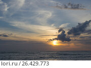 Закат на море. Стоковое фото, фотограф Виктория Ратникова / Фотобанк Лори
