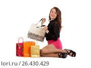 Купить «Счастливая девушка распаковывает покупки, изолированно на белом фоне», фото № 26430429, снято 11 марта 2017 г. (c) Литвяк Игорь / Фотобанк Лори