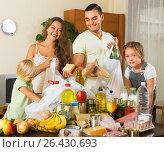 Купить «Parents and children with food», фото № 26430693, снято 17 июля 2018 г. (c) Яков Филимонов / Фотобанк Лори
