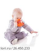 Купить «Toddler boy drinking», фото № 26450233, снято 5 марта 2010 г. (c) Ольга Сапегина / Фотобанк Лори