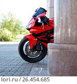 Купить «KRASNOYARSK, RUSSIA - MAY 27, 2017: Red and black sportbike Honda CBR 600 RR 2005 PC37», фото № 26454685, снято 27 мая 2017 г. (c) Виктория Кузьменкова / Фотобанк Лори