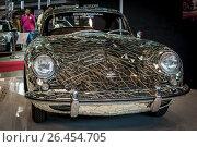 "Купить «STUTTGART, GERMANY - MARCH 04, 2017: Art installation ""Mirror car"" based on Porsche 356 by artist Gustav Troger (Mirrorman). Europe's greatest classic car exhibition ""RETRO CLASSICS""», фото № 26454705, снято 4 марта 2017 г. (c) Sergey Kohl / Фотобанк Лори"