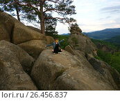 Freedom girl in mountains - Landscape Dovbush rocks. Стоковое фото, фотограф Наталия Кречко / Фотобанк Лори