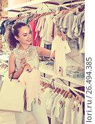 Купить «Woman choosing baby pajamas in kids boutique», фото № 26494385, снято 2 июля 2020 г. (c) Яков Филимонов / Фотобанк Лори