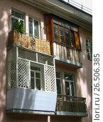 Купить «Четыре по-разному оформленных балкона», фото № 26506385, снято 9 июня 2017 г. (c) Маргарита Лир / Фотобанк Лори