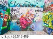 Купить «Граффити (Graffiti) в центре Москвы», эксклюзивное фото № 26516489, снято 21 марта 2014 г. (c) Алёшина Оксана / Фотобанк Лори