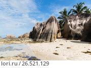 island beach in indian ocean on seychelles (2017 год). Стоковое фото, фотограф Syda Productions / Фотобанк Лори