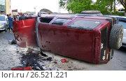 Купить «ДТП, Тойота Сурф на боку, сзади», фото № 26521221, снято 5 июня 2017 г. (c) Сергей Гусаров / Фотобанк Лори
