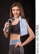 Smiling fitness girl with shaker and towel (2017 год). Редакционное фото, фотограф VictorStudio / Фотобанк Лори