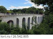Купить «Каменный мост летом. Город Калуга», эксклюзивное фото № 26542805, снято 7 июня 2017 г. (c) Алексей Гусев / Фотобанк Лори