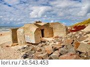Купить «Ruin of a bunker on the beach, Denmark», фото № 26543453, снято 26 июля 2015 г. (c) age Fotostock / Фотобанк Лори