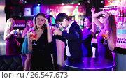 Купить «Colleagues dancing on corporate party with cocktails in hands», видеоролик № 26547673, снято 4 мая 2017 г. (c) Яков Филимонов / Фотобанк Лори